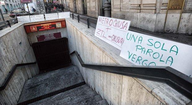 Barberini, la stazione della metro riapre a metà: dai vagoni si può solo scendere