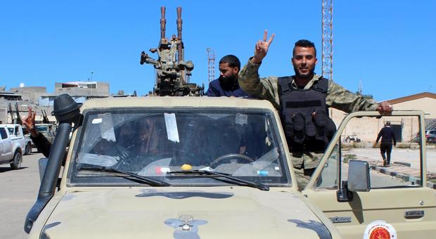 Libia, Haftar respinge cessate il fuoco: «Milizie di Tripoli vanno annientate»