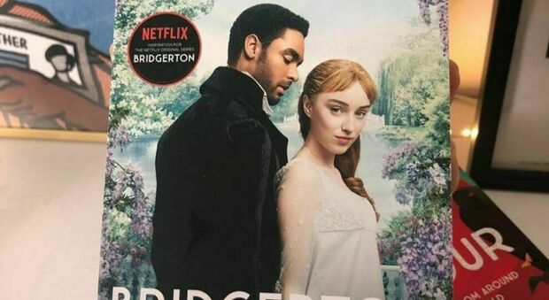Bridgerton, dopo il boom della serie, libri online fino a 700 dollari. L'autrice: «Ragazze non pagate quelle cifre»