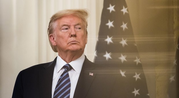 Trump riapre metà degli Usa e attacca: «Ritorsioni contro la Cina, lavora per Biden»