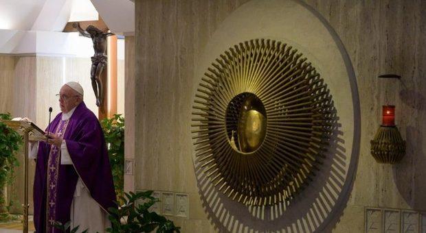 Coronavirus, Papa Francesco: «Preghiamo per i lavoratori che garantiscono il funzionamento della società»