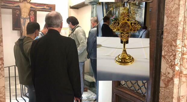 I rilievo dei carabinieri e nel riquadro la reliquia trafugata nel duomo di Spoleto
