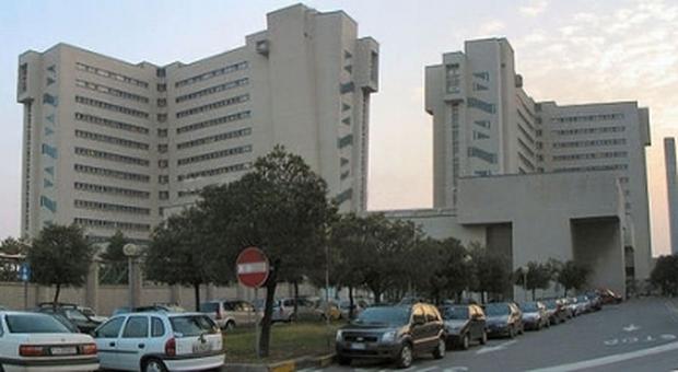 Trieste, infermiere ruba il bancomat a paziente in dialisi e gli svuota il conto