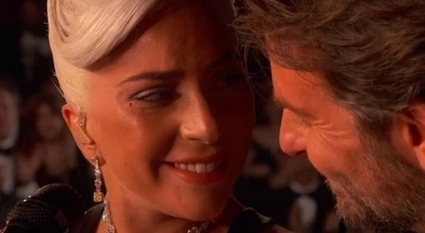 «Lady Gaga è stata a letto con Bradley Cooper», l'indiscrezione choc dell'ex moglie. E Irina Shayk toglie il like