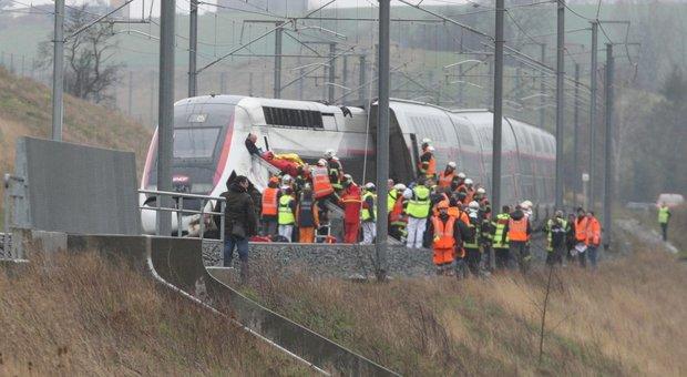 Francia, deraglia treno: almeno venti feriti, uno grave