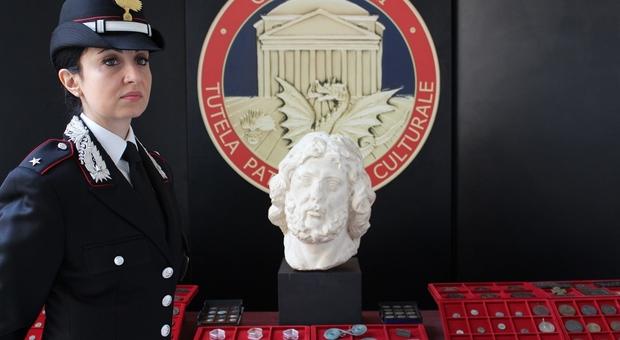 Roma, in una fiera ritrovata la testa di Giove rubata da Villa Albani Torlonia