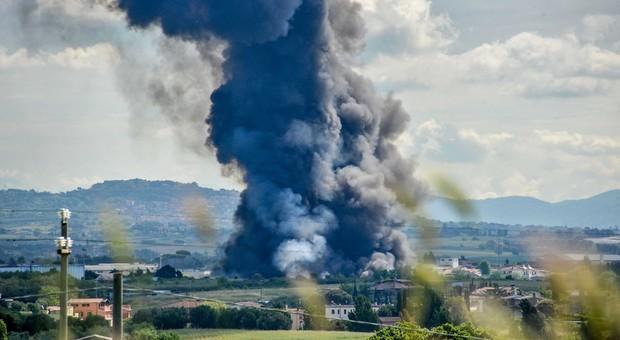L'incendio provocò un disastro ambientale