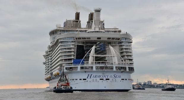 Marsiglia incidente su nave da crociera: scialuppa cede durante