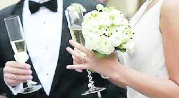 Straniera vuole sposare un anziano di cui non ricorda il nome: matrimonio bloccato e lei fa causa al Comune