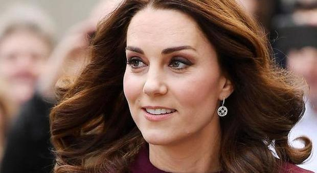 Kate Middleton, ecco cosa chiede al suo staff. «A differenza di Meghan Markle...»