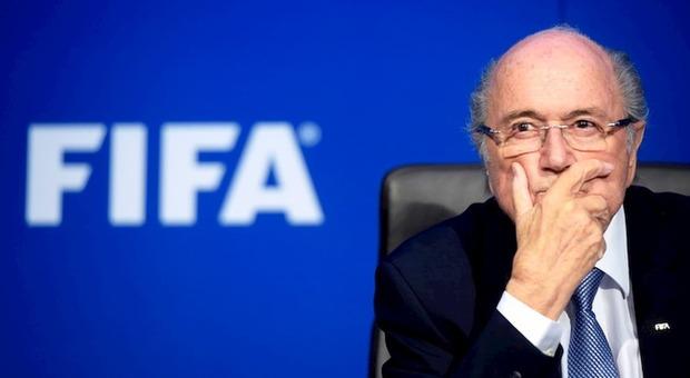 Blatter, la Fifa lo squalifica per 6 anni e 8 mesi