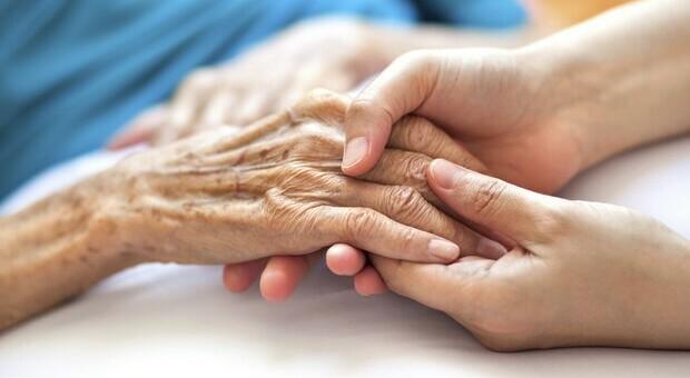 Covid, nonna Monda guarita a 105 anni: «Ho passato due guerre, questa una passeggiata»