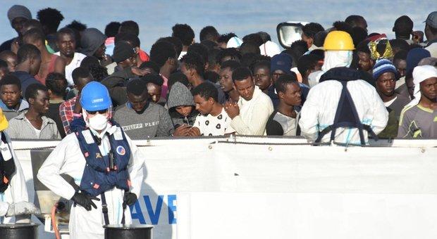 Migranti, Salvini: «Rimpatriarli tutti? Ci metteremo 80 anni»