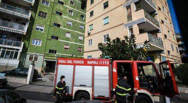 Napoli, incendio in un'abitazione a Fuorigrotta: due morti, una terza persona gravemente ustionata