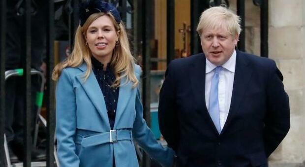 Boris Johnson, vacanze extra lusso sul lago di Como per la fidanzata. Pochi giorni fa: «Saranno mesi difficili»