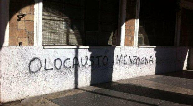 """Con la pandemia meno attacchi antisemiti ma più dissacrazioni di luoghi ebraici, nati lo """"zoom bombing"""" e il """"Giudeovirus"""""""