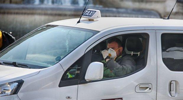 Coronavirsu Roma, taxi, corse gratis per i medici. «Per lo Spallanzani 50 auto»
