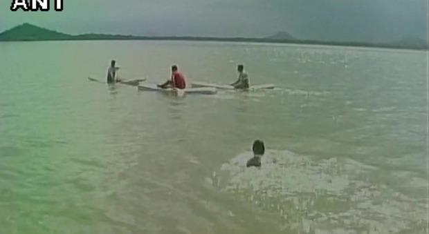 Cinque studenti di ingegneria morti per un selfie: volevano salvare l'amica scivolata nella diga