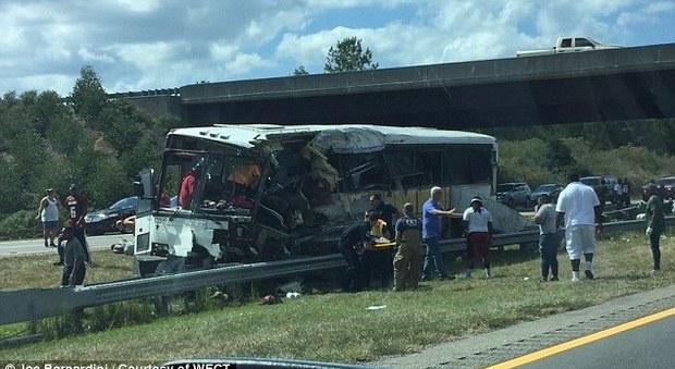 Usa, si ribalta bus con giocatori football a bordo: 4 morti, almeno 40 feriti