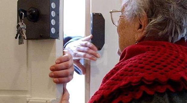 Figlio muore in casa a Treviso: la mamma 82enne lo veglia per quattro mesi