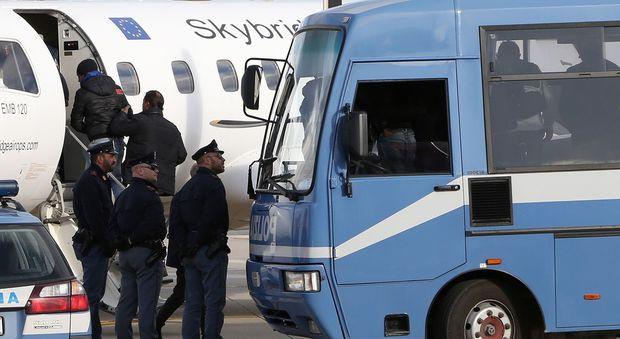 Espulsioni dall'aeroporto di Sant'Egidio