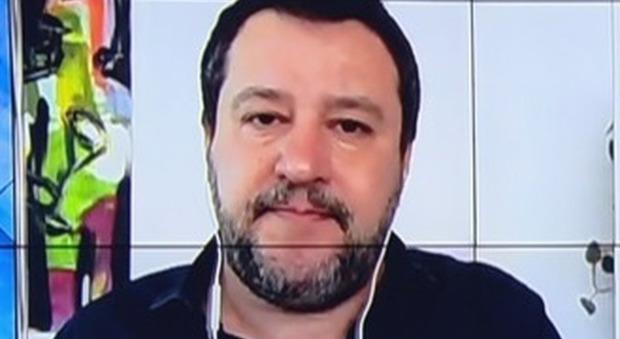 Coronavirus, Salvini: «Apriamo le chiese per Pasqua: ci serve la protezione di Maria»