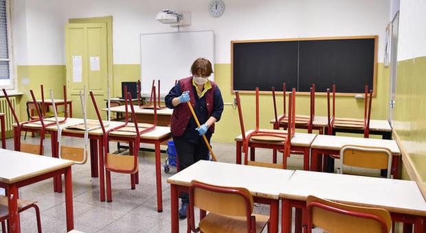 Scuola, rivolta degli insegnanti: «In classe non torniamo». Azzolina: «Invece sì»