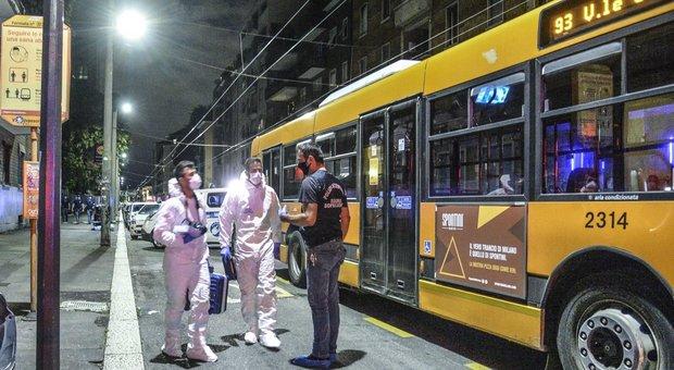 Milano, accoltellato giovane su un autobus da gang sudamericana: è in condizioni gravi