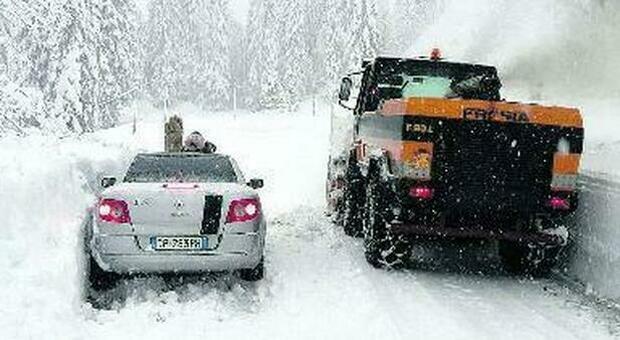 Maltempo da Nord a Sud: in Veneto chiusa per neve la statale Alemagna, oltre 3.000 interventi dei pompieri