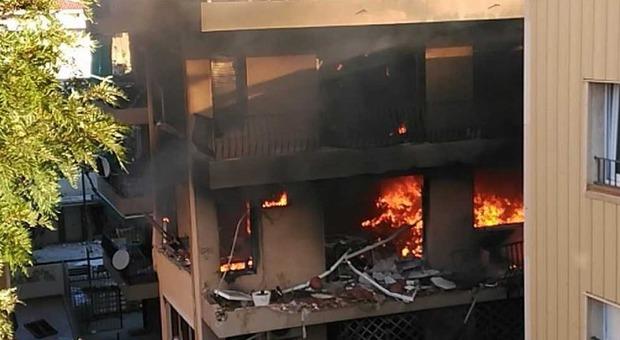 Spagna, esplosione in un palazzo vicino a Barcellona: 1 morto e 14 feriti
