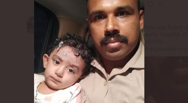 Aereo India, bimba trovata da sola sulla pista: «Aiutateci a ritrovare i suoi genitori»