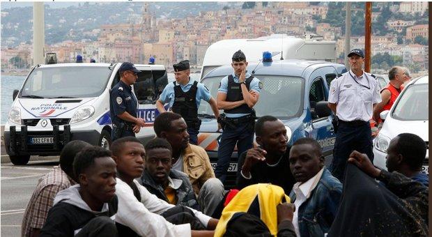 «Migranti chiusi nei container al confine in Francia» denuncia la Ong Medecins du Monde