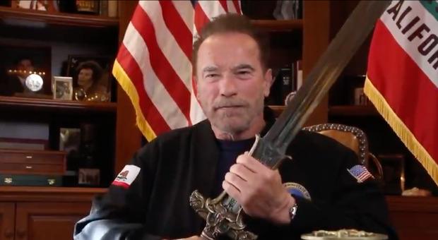 Usa, Arnold Schwarzenegger contro Trump: «Il peggior presidente di sempre. Proud Boys come i nazisti»