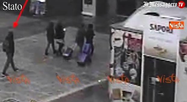 Terrorista ucciso, ecco Amri alla stazione di Milano poche ore prima di morire
