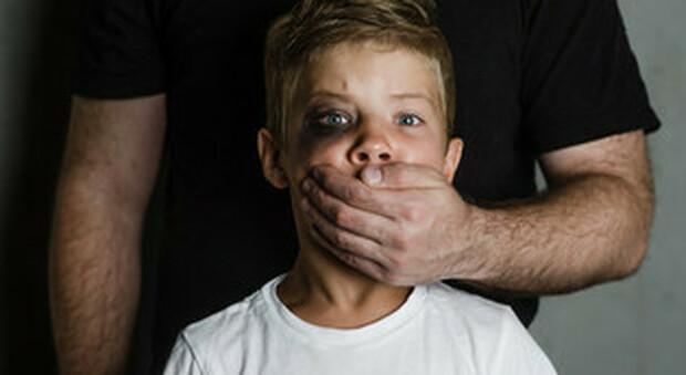 Spagna, Compagnia di Gesù apre gli archivi, abusati 81 bambini da 96 gesuiti dal 1927 al 2020