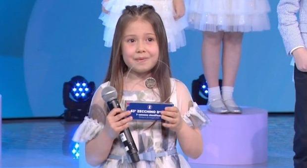 """La piccola Anita Bartolomei, 8 anni, vincitrice dello Zecchino d'oro con """"Custodi del mondo"""""""