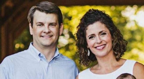 Covid, muore il primo deputato Usa: Luke Letlow aveva 41 anni, lascia moglie e due figli. E Biden accelera il piano vaccini