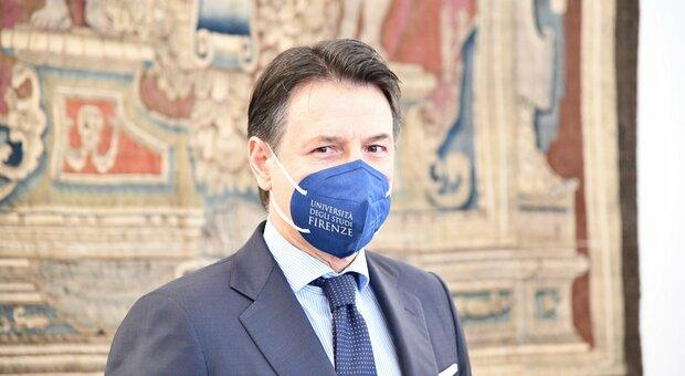 L'ex premier, che ha terminato il periodo di aspettativa obbligatoria, tornerà a insegnare Diritto privato all'università di Firenze, e oggi pomeriggio terrà una lectio magistralis in diretta streaming, la prima da quando ha lasciato Palazzo Chigi.