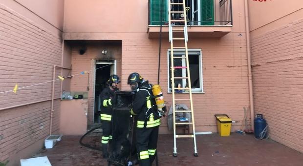 Rogo devasta alloggio popolare, paura a San Donato