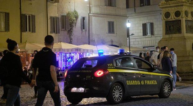 De Magistris: «No a spostamenti da Lombardia e Piemonte». Sala contro chi chiede patente immunità