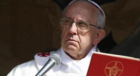 Papa Bergoglio fa psicanalisi: «Attenzione ai preti narcisisti»