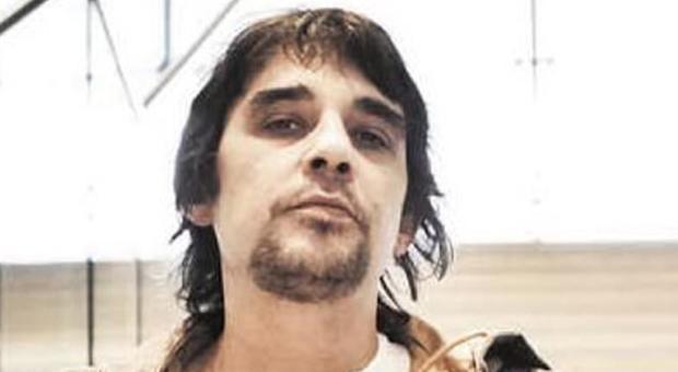 Francesco Zampaglione, arrestato il fratello del leader dei Tiromancino: rapinava una banca