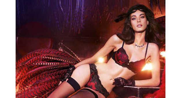 c7d15006fff6 Il nude look è il must di fine anno  lingerie rosso fuoco a vista