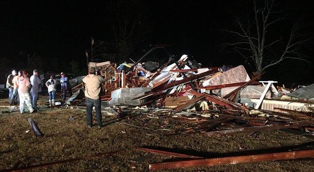 Alabama, tornado devasta cittadina: tre morti e quattro bambini feriti
