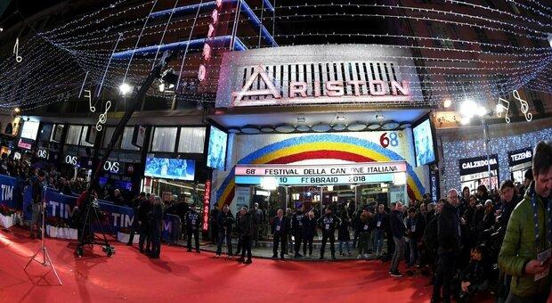 Sanremo 2021, via ai divieti nella settimana del Festival: stop assembramenti vicino a Ariston e a hotel di cantanti e vip