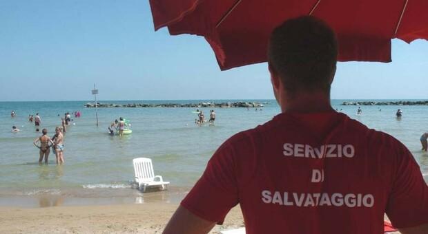 Ortona e Torino di Sangro, malori in spiaggia: morti un anziano e un turista bresciano