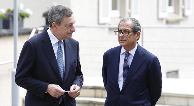 Draghi all'Italia: «Tassi zero contro la crisi Ue». E boccia i mini-Bot