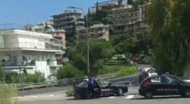 i carabinieri sul luogo dell'incidente a Gaeta