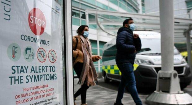 Vaccino, Gran Bretagna autorizza l'AstraZeneca/Oxford: «Soddisfatti gli standard di sicurezza»