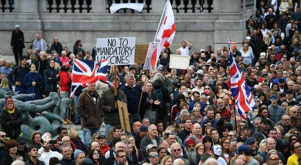 Coronavirus, proteste contro le restrizioni: migliaia in piazza da Londra a Berlino